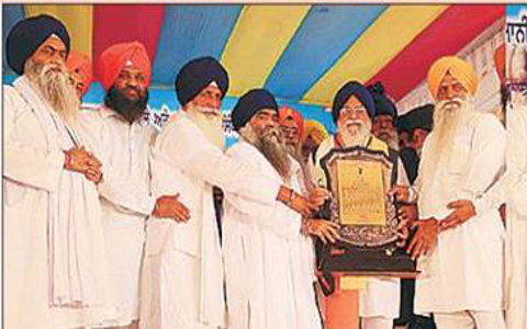 The award has upset mean Sikhs worldwide as they wanted to know the contributions of Avtar Singh Makkar.