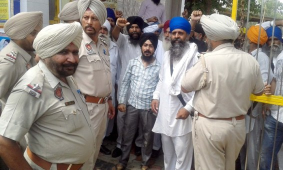 Police Desists Sikhs Holding March Planned from Ajnala to Akal Takht in Support of Bapu Surat Singh Khalsa 10.1