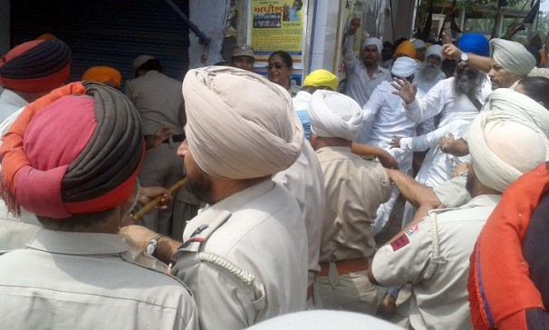 Police Desists Sikhs Holding March Planned from Ajnala to Akal Takht in Support of Bapu Surat Singh Khalsa 9