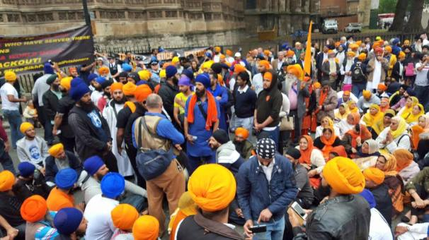 Sikhs locked off London outside parliament 10