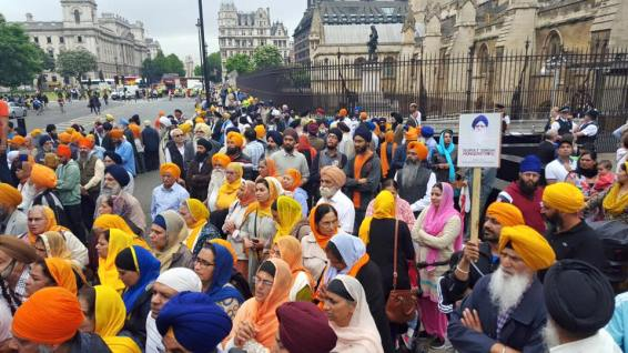 Sikhs locked off London outside parliament 11