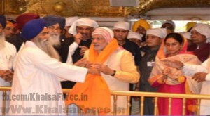 Head Granthi of Sri Harmandir Sahib Questioned For Giving Modi Siropa