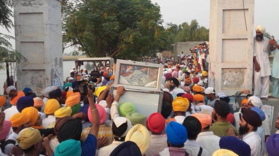 Slogans of Khalistan Zindabad were raised by Sangat during Antim Sanskaar of Shaheed Bhai Gurjit Singh who was cremated today after arrival of his Father from Kenya 2