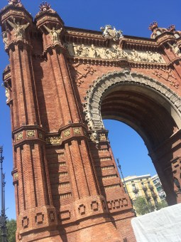 On the way to the Parc de Cituadella we passed by the Arc de Triomf.