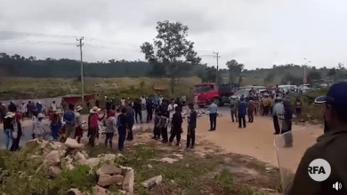 Photo of WATCH: A violent clash erupts over evictions in southern Cambodia