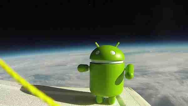 Android uzayda. Google fotoğraflara yüklemenin tam zamanı.