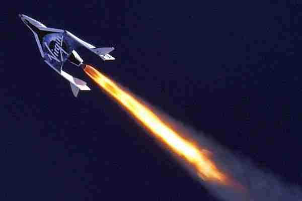 Jeff Bezos ve Richard Branson Uzayda Kapışıyor