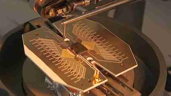 Kutritler-ile-üç-boyutlu-kuantum-ışınlama