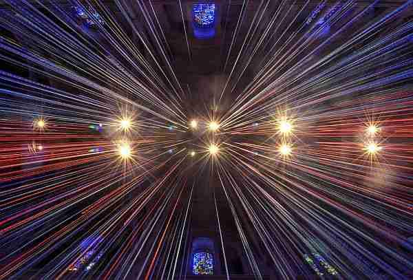 Einstein-ışığın-hızını-aşmayı-yasakladı-mı