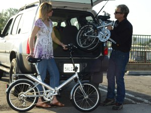 A couple packing their KHS folding bicycles in a SUV