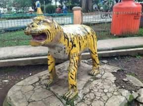 patung macan gaul bikin tersenyum tahun 2017~16