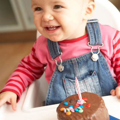 baby-with-birthday-cake