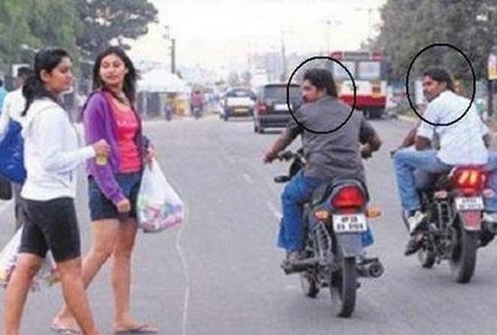 men staring women_khurki.net