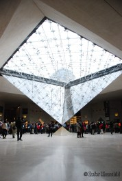The captivating inverted pyramid in the Louvre