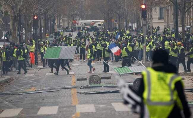 فرانس کښې پرتشدد مظاهرو کښې څلور تنه مړه او ځني نور ژوبل شويدي