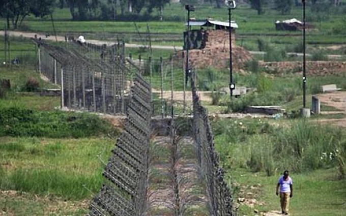 Three Pakistani soldiers martyred in Indian troops firing along LoC: ISPR