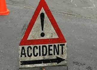 Five killed as passenger bus rams into truck in Muzaffargarh