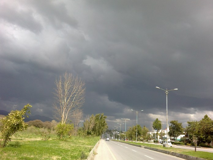 Cloudy weather with thunderstorn rain forecast for KP