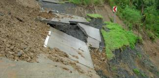 At least 32 dead in Ethiopia landslides: official
