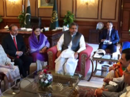 Malala calls on Premier at Prime Minister house