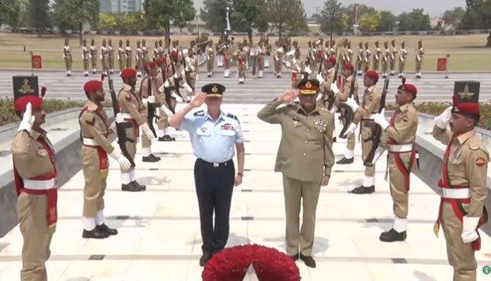 Australian commander lauds Pak Army's sacrifices in war on terror