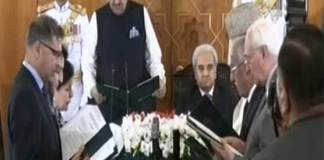 President administers oath to interim cabinet
