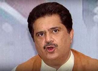 PPP's Nabeel Gabol manhandles passenger at Karachi Airport