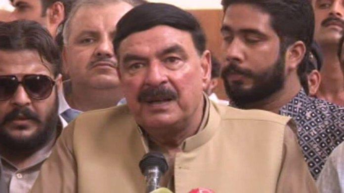 Sheikh Rashid announces compensation for Tezgam Express victims