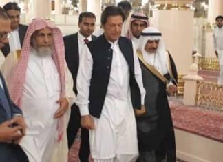 PM Imran Khan pays respects at Roza-e-Rasool