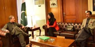FM Qureshi meets Fozia Siddiqui, discusses efforts to bring Dr. Aafia back