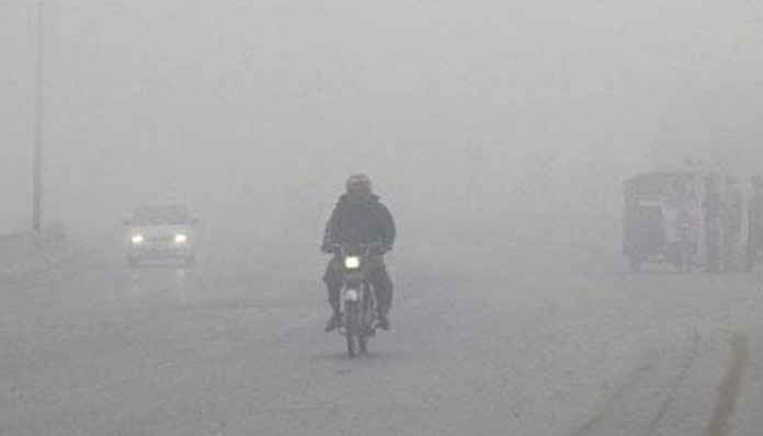 Dense fog continues to blanket parts of Khyber Pakhtunkhwa, Punjab