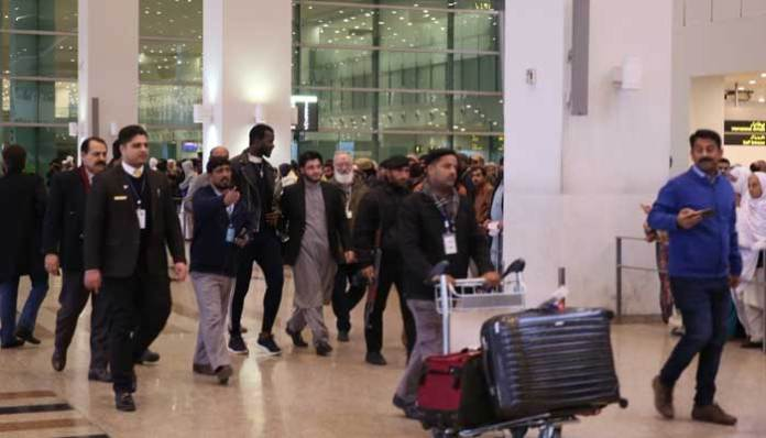 Peshawar Zalmi's captain Daren Sammy arrives in Pakistan