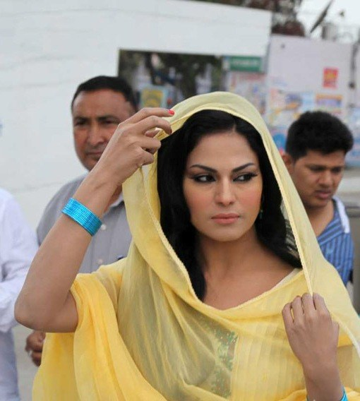 Pakistan can 'SURPRISE' India in space anytime: Veena Malik
