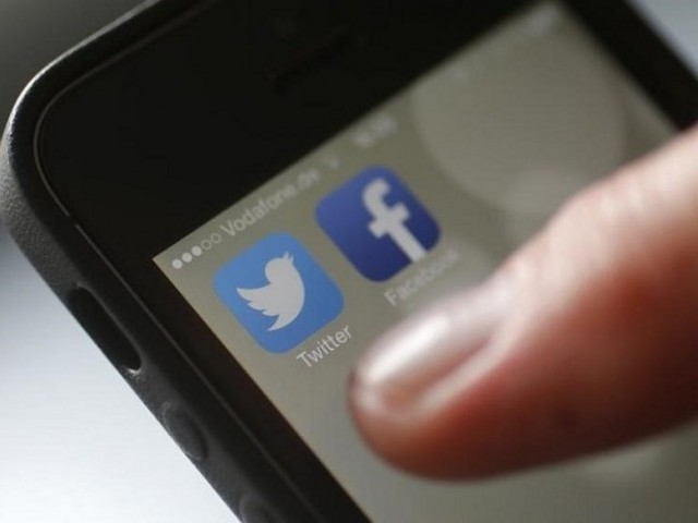 KP govt likely to ban use of social media by govt employees