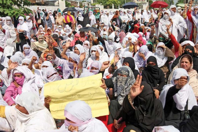 Score of Lady Health Workers stage protest in Peshawar