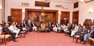 PM seeks cooperation of trader community to eliminate poverty