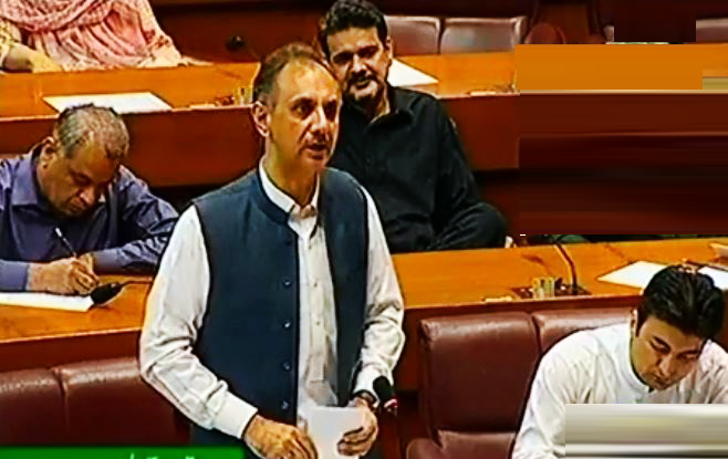 Govt to achieve Rs.5.5 trillion revenue target next year: Omar Ayub