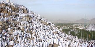 "Hajj pilgrims arrive at Arafat to perform ""Waqoof-e-Arafat"""