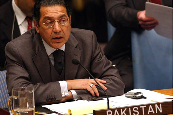 Pakistan urges UN to act decisively to prevent war with India