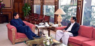 Pervaiz Elahi briefs PM Imran over talks with Fazlur Rehman on Azadi March