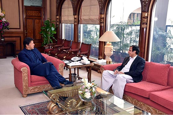 Pervaiz Elahi briefs PM Imran over talks with Fazlur Rehman on Azadi March