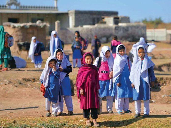 Pakistan offers scholarship to 1,000 Afghan students