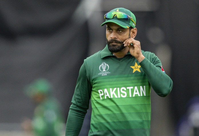 Mohammad Hafeez banned from bowling over illegal action