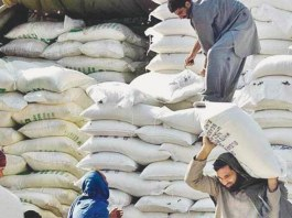 Flour crisis: KP receives 25 trucks of wheat flour from Punjab
