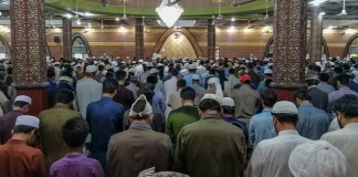 Sindh govt limits Taraweeh prayers in mosques to 3-5 persons