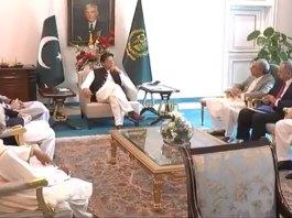 PM Imran discusses economic situation caused by coronavirus lockdown