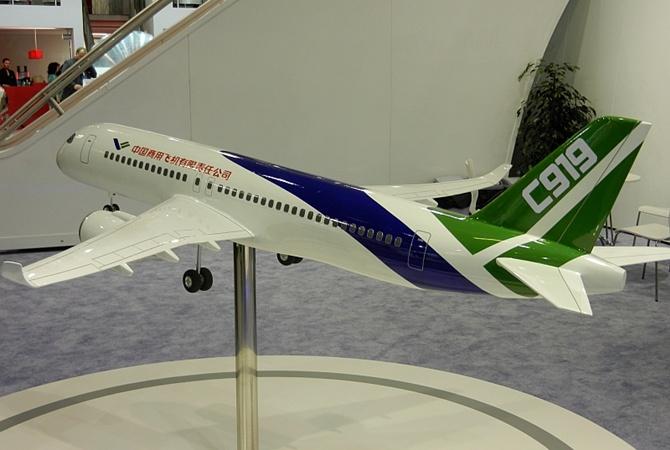 Китай представил авиалайнер который станет конкурентом Boeing и Airbus Китай презентовал самолет С 919