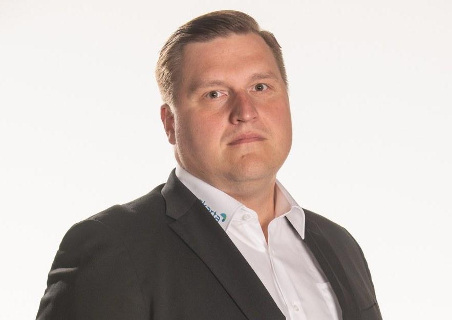 """Kärppien päävalmentaja Lauri Mikkola: """"Yhden miehen show on ohi, tilalla tiimityötä niin valmennuksen kesken kuin yhdessä joukkueen kanssa"""""""