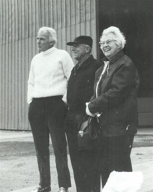 Jim Kilroy with Wes Kern and his wife, Kialoa II