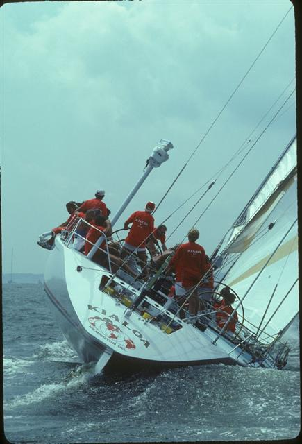 Kialoa V sailing